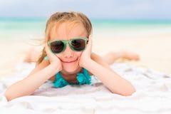 прелестная девушка меньшяя каникула стоковая фотография rf
