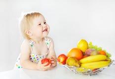 прелестная девушка яблока немногая Стоковые Фотографии RF