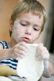 прелестная запятнанная мука стороны мальчика Стоковая Фотография