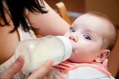 прелестная мать младенца стоковые фотографии rf