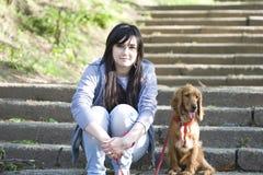 прелестная милая женщина щенка Стоковое фото RF