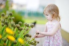 прелестное красивейшее дня девушки лето outdoors Стоковое Изображение
