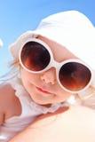 прелестное смешное лето портрета девушки Стоковое Изображение