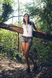 Прелестно девушка в пуще Стоковая Фотография