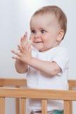 Прелестно ребенок в шпаргалке Стоковые Изображения