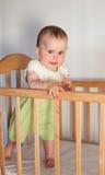 Прелестно ребенок в шпаргалке Стоковая Фотография RF