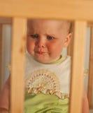 Прелестно ребенок в шпаргалке Стоковое Изображение RF