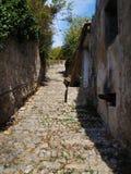 Прелестно узкие проходы в маленьких городах в Балканский полуостров Стоковые Изображения RF