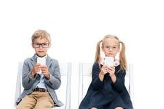 Прелестные дети с smartphones Стоковое Изображение