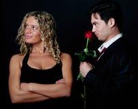 прелестные пары укомплектовывают личным составом женщину Стоковое Фото