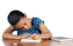 прелестный изучать девушки Стоковое Изображение RF