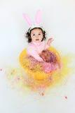 прелестный носить малыша девушки ушей зайчика стоковая фотография rf