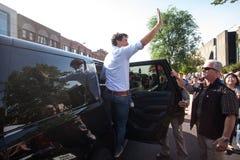 Премьер-министр волн Канады Джастина Trudeau стоковая фотография