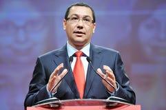 Премьер-министр языка жестов Румынии Виктора Ponta во время речи Стоковая Фотография RF