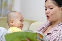 преподавательство младенца Стоковые Фото