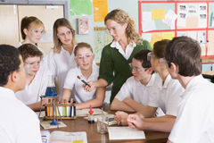 преподаватель точных наук ребенокев школьного возраста типа Стоковая Фотография