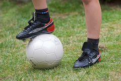 Препятствует футболу игры снова стоковое фото