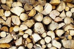 Прерванная древесина, штабелированная в woodpile Стоковые Изображения RF