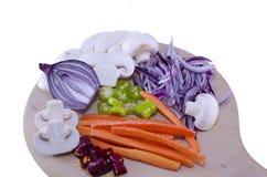 Прерванные луки, грибы, моркови, изолированные перцы Стоковое Изображение RF
