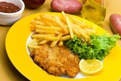 прерывает телятину мяса crunchy тарелки полную стоковые изображения rf