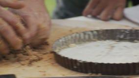 Прерывать кучу unshelled сырцовых семян миндалины акции видеоматериалы
