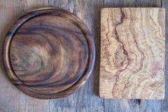 Прерывая доски различных форм на деревянной предпосылке над взглядом Стоковое Изображение RF