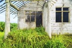 Преследовать дом с апертурами окон Стоковое Изображение RF