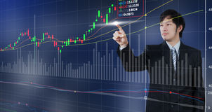 Пресса бизнесмена на диаграмме, концепции маркетинга запаса Стоковое Фото