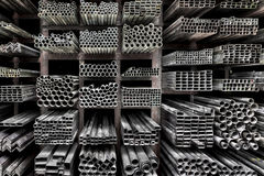 Прессованные алюминиевые трубки металла стоковые фото