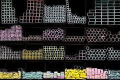 Прессованные алюминиевые трубки металла стоковое изображение