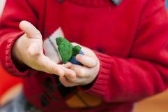 Прессформа рук ` s детей от глины Стоковое Изображение RF
