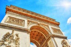 Прессформы и украшения на Триумфальной Арке в Париже Стоковая Фотография RF