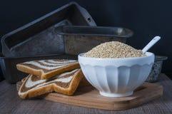 Прессформы хлеба и квиноа Стоковое фото RF