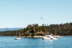 Преследовать остров на изумрудных заливе и Лаке Таюое стоковое изображение rf