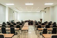 предводительствует таблицу конференц-зала конференции Стоковое Изображение RF