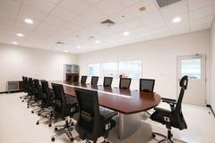 предводительствует таблицу конференц-зала конференции Стоковая Фотография RF