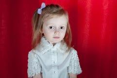 Прелестная маленькая девочка - портрет крупного плана Стоковые Фотографии RF