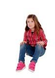 Прелестная маленькая девочка с красной рубашкой шотландки Стоковое фото RF