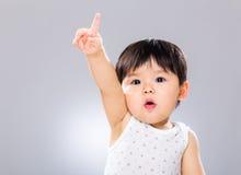 Прелестная рука мальчика поднятая вверх Стоковые Изображения RF