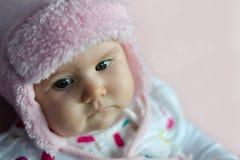 Младенец с розовым шлемом Стоковое Изображение
