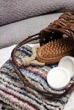 Предметы первой необходимости курорта включая мыла, полотенца, одежду мытья и щетку Стоковые Фото