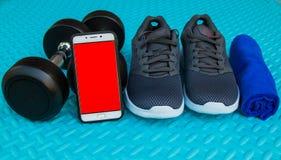 Предметы первой необходимости разминки на спорте циновки йоги и здоровой концепции жизни Стоковое Изображение