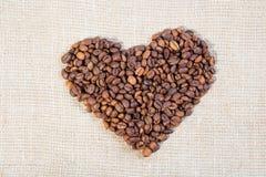 предмет кофе фасолей изолированный сердцем стоковое изображение