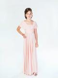 Предназначенная для подростков девушка в розовом платье Стоковое фото RF