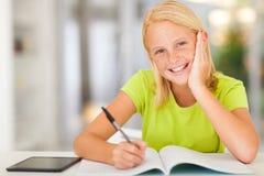 Предназначенная для подростков домашняя работа школьницы Стоковые Изображения