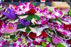 Предложения цветка на виске Lungshan Стоковые Фотографии RF