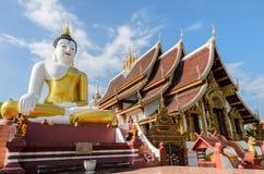 Предложите цену статуя Будды на виске Wat Rajamontean в Chiangmai Thailan стоковое фото rf