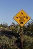 Предостерегающая доля дорожный знак в национальном парке Saguaro Стоковое Изображение RF