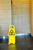 Предосторежение: Скользкий когда влажный Стоковая Фотография RF