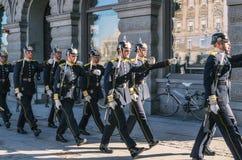 Предохранители маршируя до Gamla Stan - центр Стокгольма стоковые изображения rf